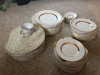 22kt Chinaware Barrett and Staffordshire set $125 /obo serves -8 Calgary, T3B 3J7