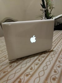 MacBook 2010 Laptop like new