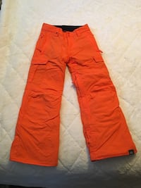 Kids 12/L quicksilver dry flight 10k snow pants . Only used once Newark, 94560