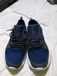 pair of blue-and-black low top sneakers Dayton, 45410