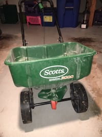 Lawn Spreader Rockville