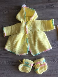 Knitted sweater and matching booties   2389 mi