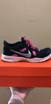 black-and-pink Nike running shoes with box Tuscaloosa, 35405