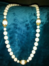 beaded white and brown necklace 523 mi