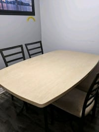 Marble dinning room table metal legs 4 chairs Oshawa, L1J 6Y2