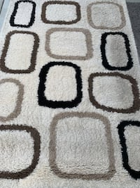 White shag rug with patterns  Colwood, V9C 0J6