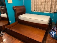 Twin size bed with bottom bed!! Houston, 77041