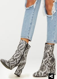 Pretty little things snakeskin boots Toronto, M9M 3A1