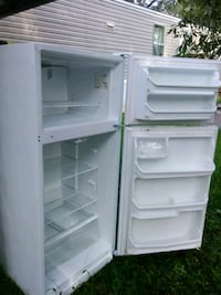 white top-mount refrigerator Crowley, 70526