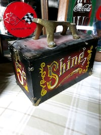 wooden vintage shoe shine box in grea