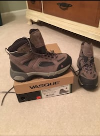 Vasque Breeze 2.0 GTX ladies hiking boots. Size 8.5. These are gorgeous.  Used 2 weeks   Non smoking  Arlington, 22201