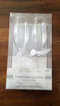 Set of toasting glasses