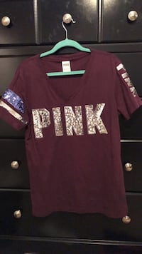 maroon and white crew-neck shirt Bakersfield, 93306