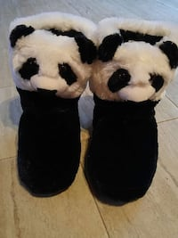 Slippers Size L 9/10 Holland Centre, N0H 1R0