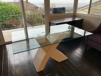 Modern glass dinning room table North Vancouver, V7N 1E2