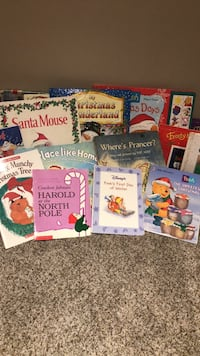 Christmas books - lot of 15 + Middletown, 21769