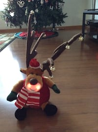 Singing christmas reindeer ( needs new batteries )