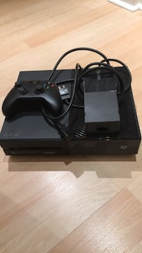 Black xbox one with controller 500mb Ajax, L1S