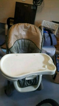 baby's white and brown high chair Brampton, L7A