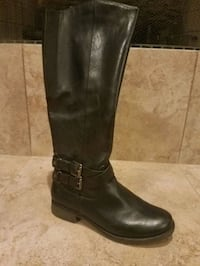 Black boot size 8 in women's.  Irving, 75038