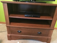 Tv stand. (Tv not included)  Middlebury, 46540