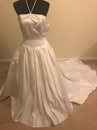 White bridal gown Hagerstown, 21742