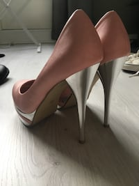 Rosa pumps  6096 km