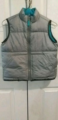 black and green zip-up vest Mississauga, L5R 3S3