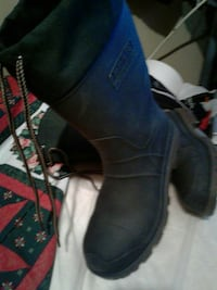 pair of black winter boots New York, 11208