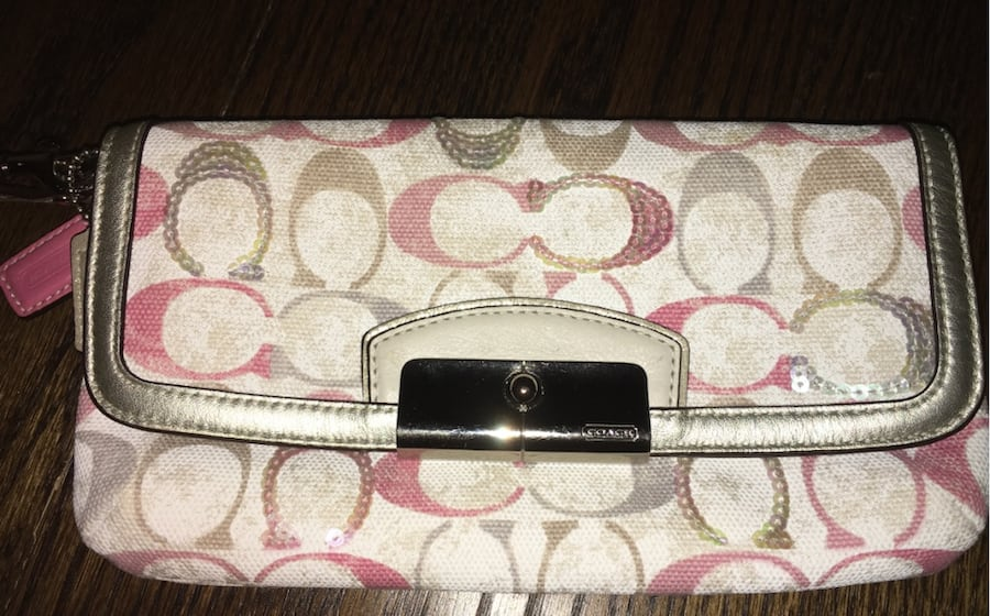 Coach wristlet!! Adorable for your next vacation! 1