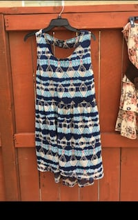 blue and white sleeveless dress  Manteca