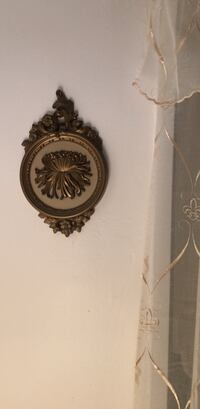 Round black and brown wall decor New York, 10462