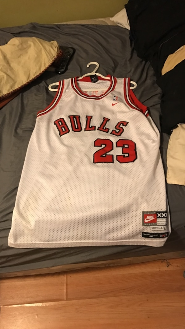 066d8b41d92c4f Used white and red Chicago Bulls Nike NBA Michael Jordan 23 jersey for sale  in Perth Amboy - letgo