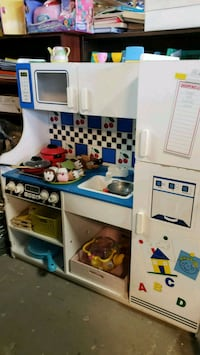 Kitchen @ clicklak used toy warehouse  Mississauga, L4X 2S3