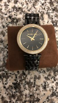 Round gold michael kors analog watch with link bracelet Mississauga, L5C 1M5