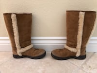 UGG Boots with Exposed Seam Size 8 2239 mi
