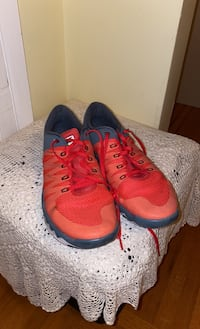 Nike sport shoes 99% new Vancouver, V5P 3A3