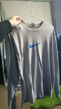 gray Nike crew-neck sweatshirt 3730 km