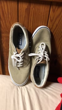 Sperry boat shoes. Been worn 5 times tops. Size 9.5M