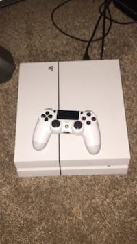 White sony ps4 console with controller Saginaw, 48604