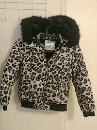 Girl 6/7 justice coat furr hood never worn  Barrie, L4N 7B6
