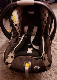 baby's black and gray Chicco vehicle safety seat carrier 139 mi