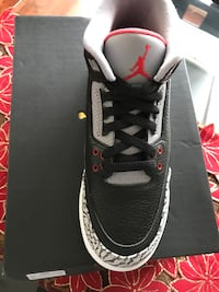 unpaired black and white Air Jordan 3 Woodbridge, 22192