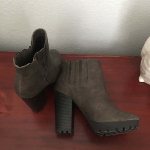 baacc694690b Used Gray candies heel ankle booties size 10 for sale in Mesa - letgo