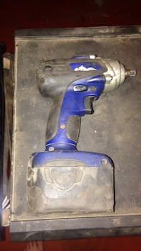Blue point 3/8 impact driver, blue point light and 2 battery's Brantford, N3S 6S4