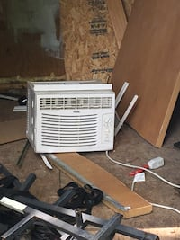 Used for only 5 days when our AC broke. Comes with remote. Pick up today in Prince Frederick  Port Republic, 20676