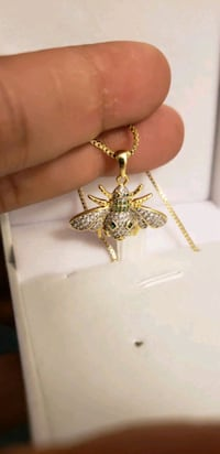 Necklace bee style Gold Plated with Chain Mississauga, L5J 2B9