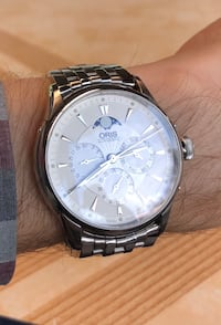 round silver chronograph watch with link bracelet 3156 km