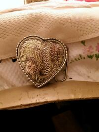 gold-colored heart pendant