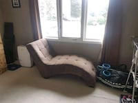 Brown microfiber tufted chaise lounge Cambridge, N3H 4C3